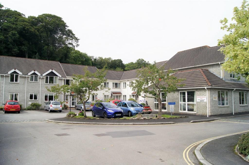 1 Bedroom Ground Flat for sale in Tavistock