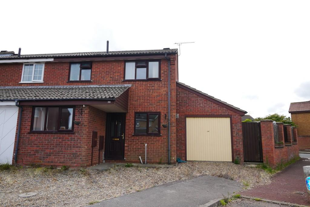 3 Bedrooms Semi Detached House for sale in Portsch Close, Carlton Colville, Lowestoft