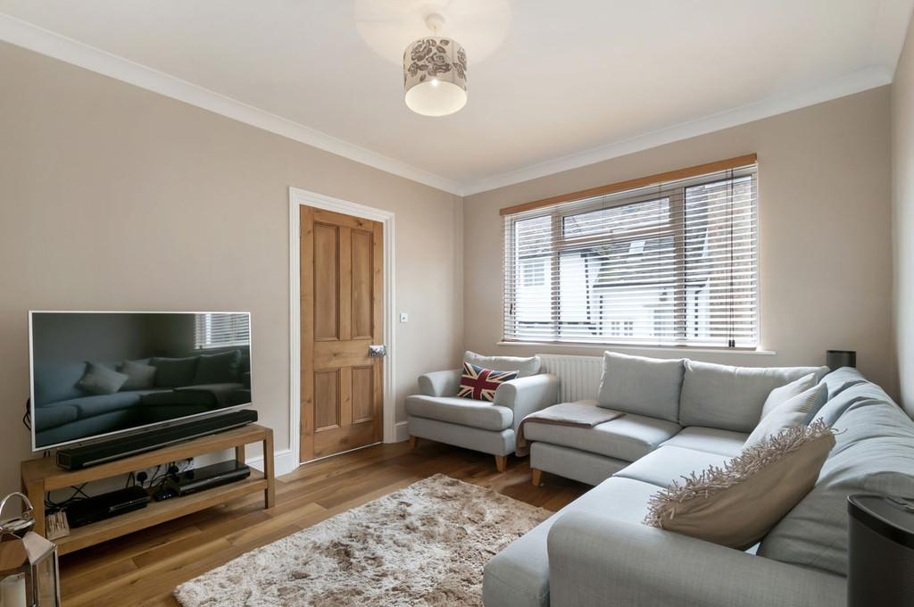 2 Bedrooms Semi Detached House for sale in The Street, Bearsted