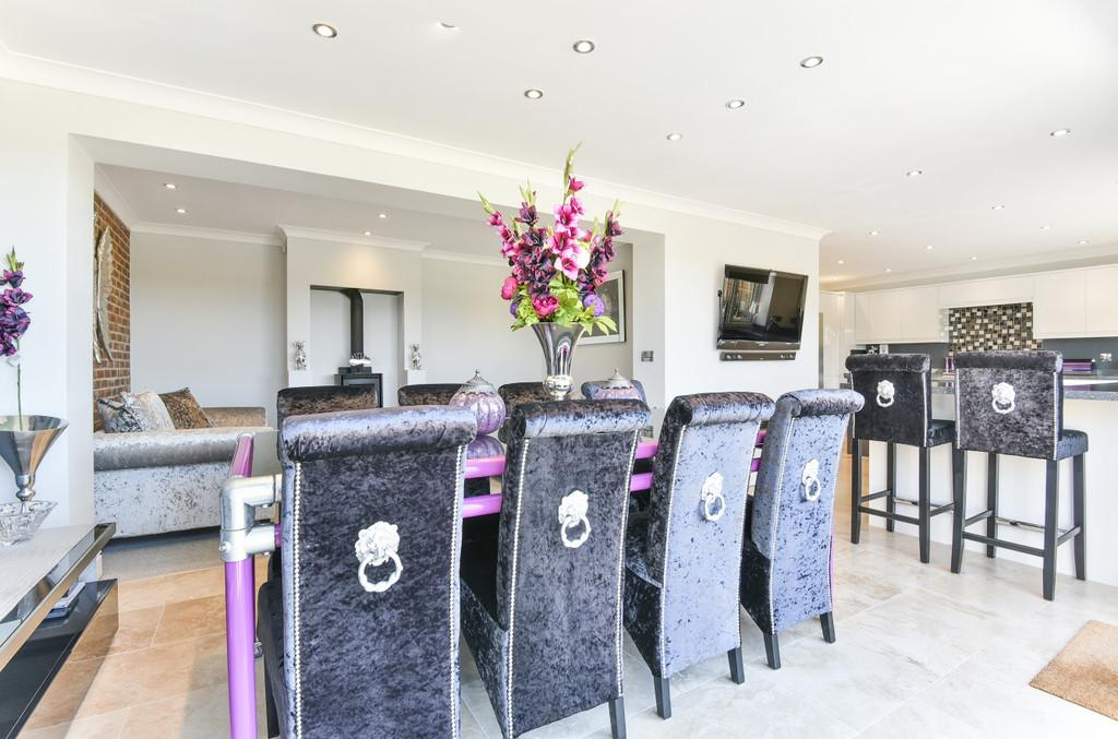 4 Bedrooms Semi Detached House for sale in Maidstone Road, Horsmonden