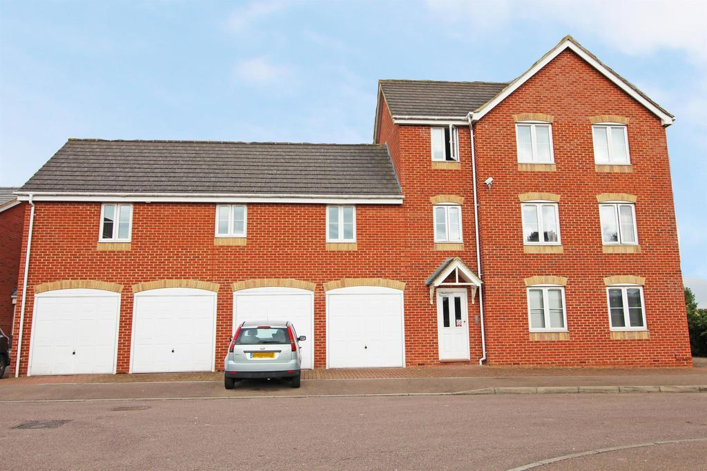 2 Bedrooms Flat for sale in Epsom Close, Stevenage, SG1 5TE