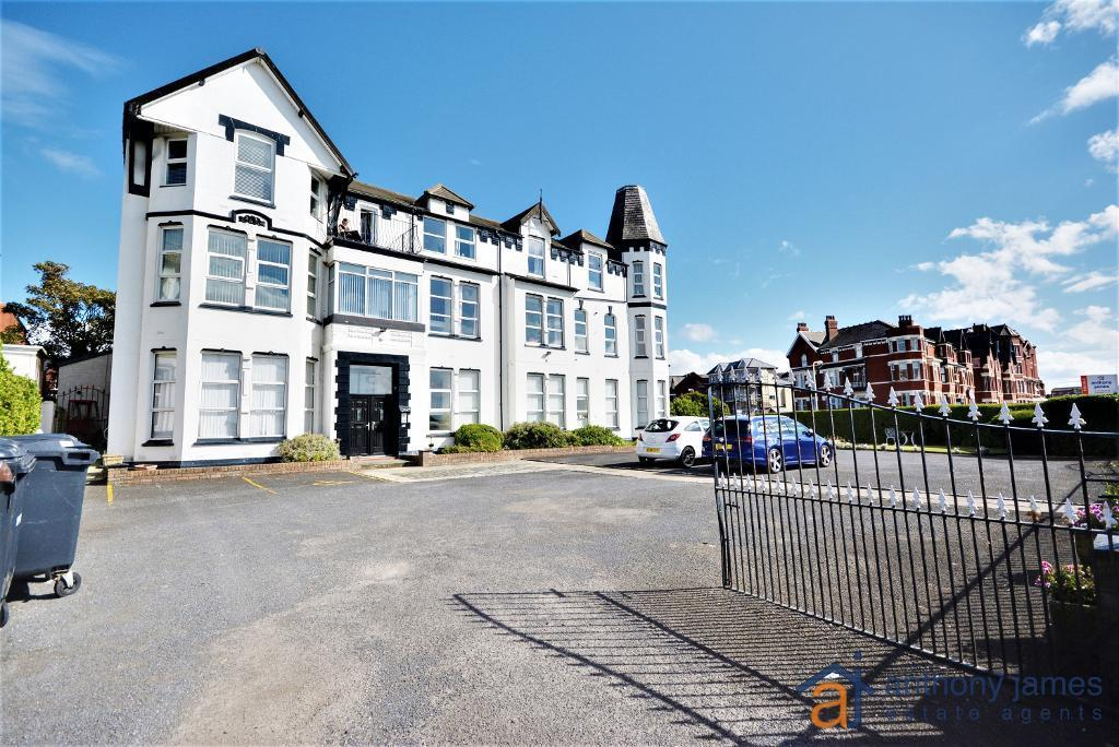 2 Bedrooms Apartment Flat for sale in The Promenade, Southport, PR9 0JB