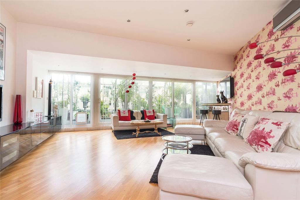 2 Bedrooms Penthouse Flat for sale in Whiskin Street, EC1R