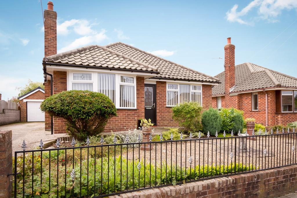3 Bedrooms Detached Bungalow for sale in Laurel Drive, Thornton Cleveleys, Lancashire, FY5 5EX
