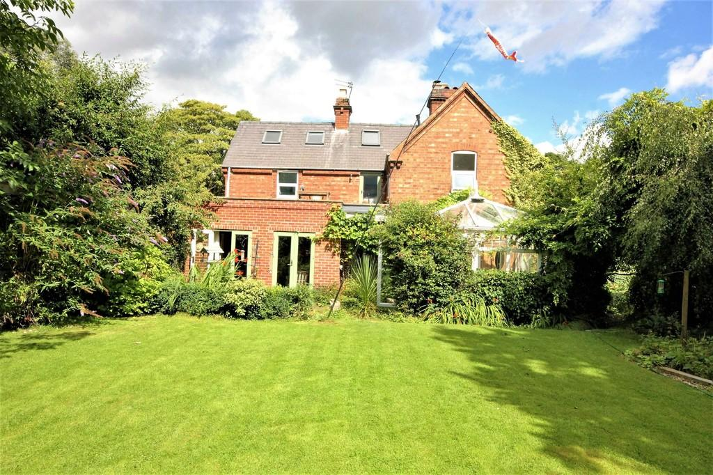 4 Bedrooms End Of Terrace House for sale in 4 Pumping Station Cottages St Oswalds Road Fulford York YO10 4PF