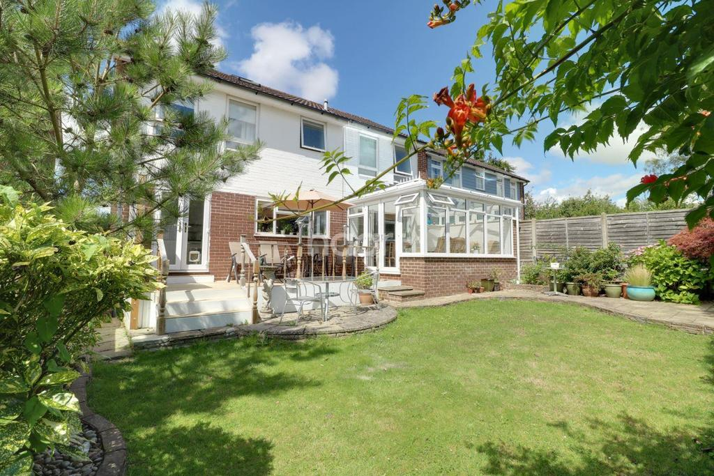 4 Bedrooms Detached House for sale in St Andrew Close, Horndean