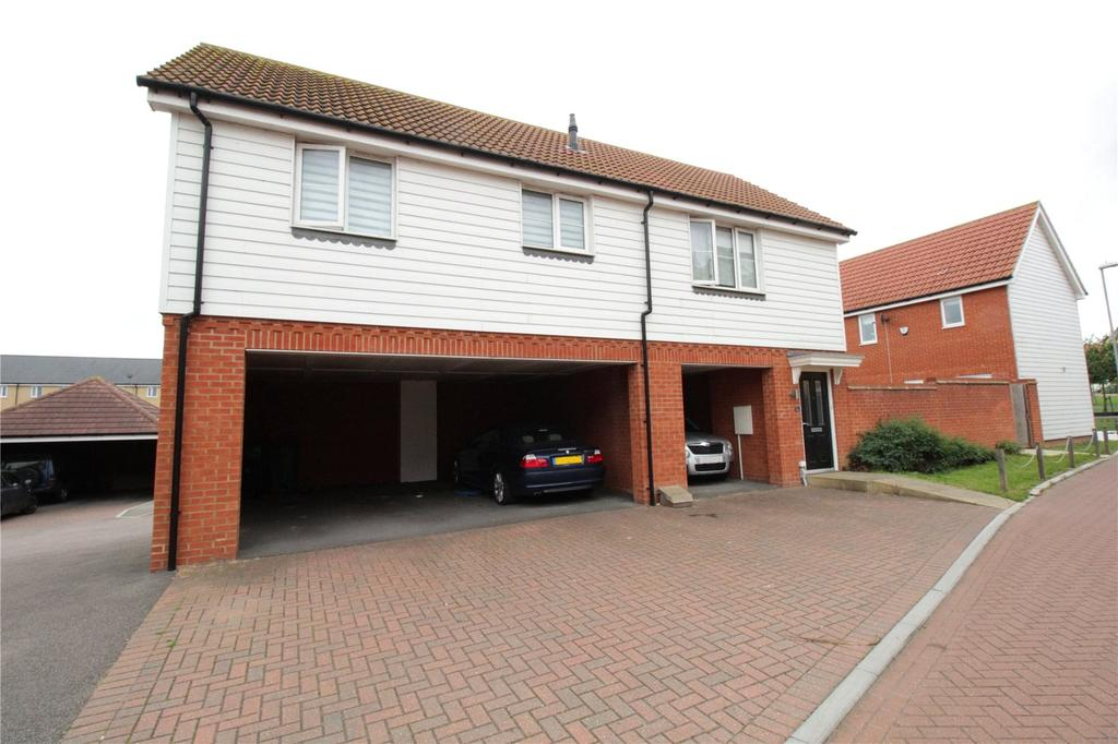 2 Bedrooms Detached House for sale in Masters Crescent, Laindon, Essex, SS15