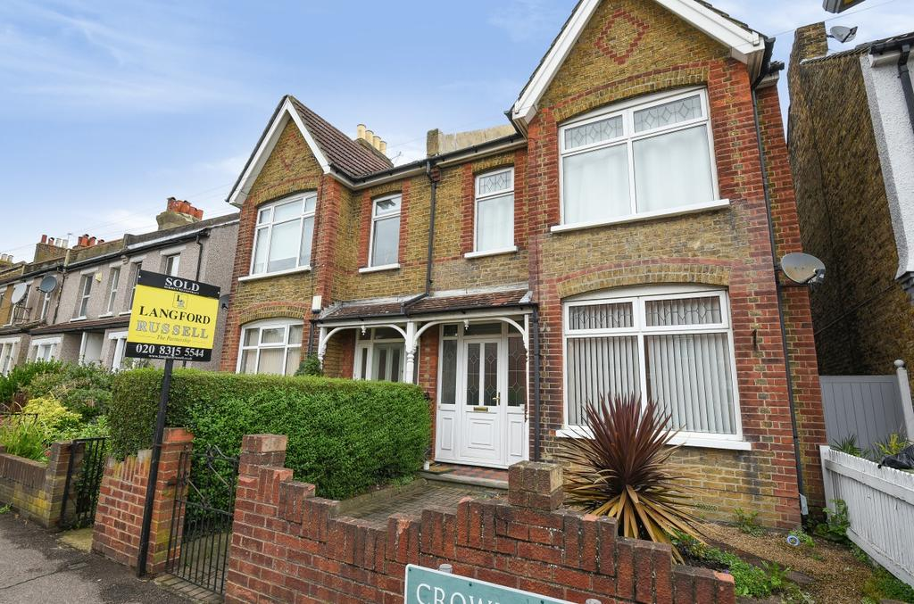 2 Bedrooms Flat for sale in Crown Lane Bromley BR2