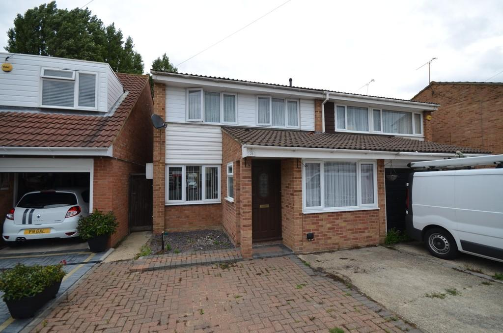 4 Bedrooms Semi Detached House for sale in Rachael Gardens, Silver End, CM8 3ST