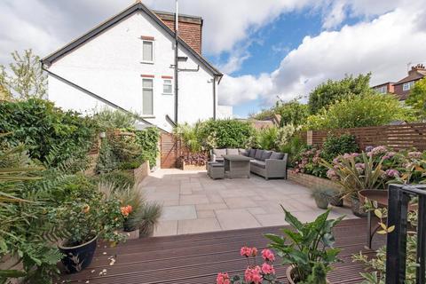 3 bedroom flat for sale - Burntwood Lane, London