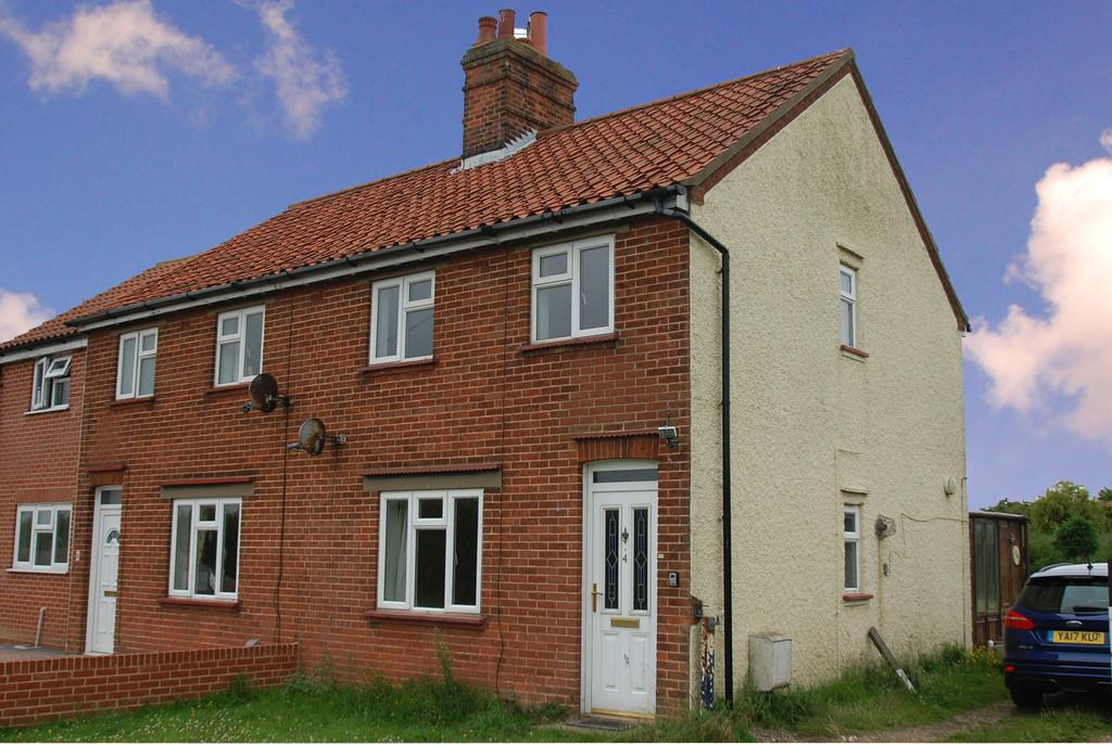 3 Bedrooms Semi Detached House for sale in Mundesley Road, Paston