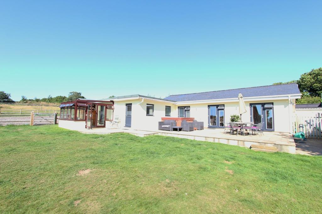 4 Bedrooms Detached Bungalow for sale in La Rue Des Hamonnets, St John, Jersey, JE3
