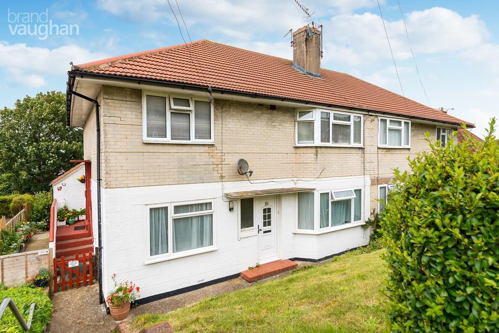 2 Bedrooms Ground Flat for sale in Fernhurst Crescent, Brighton, BN1