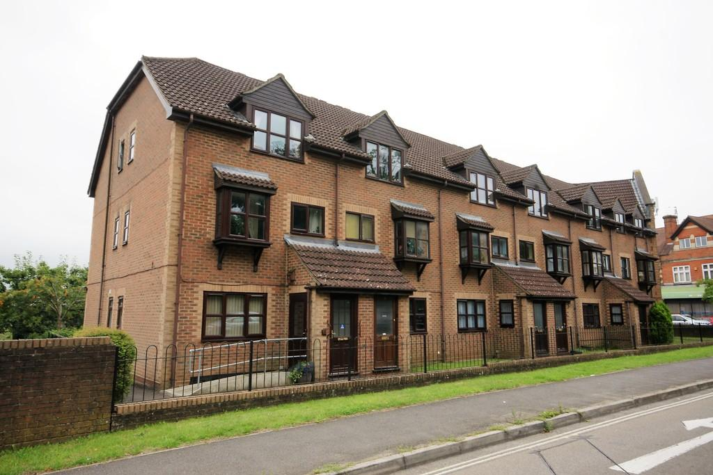 1 Bedroom Apartment Flat for sale in Chalet Court, BORDON, Hampshire