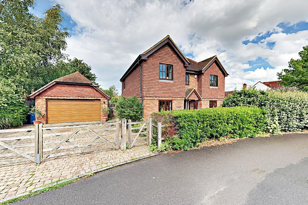 5 Bedrooms Detached House for sale in The Withies, Crondall