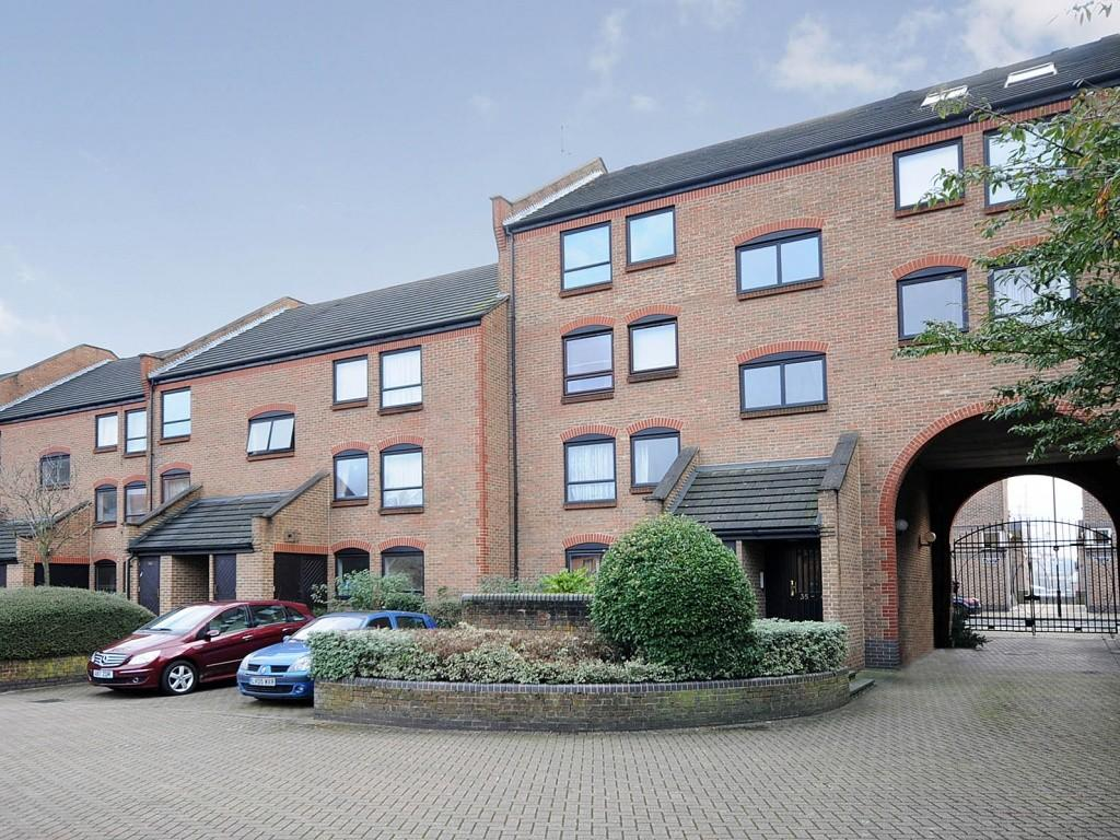 2 Bedrooms Apartment Flat for sale in 3 Horseshoe Close, London