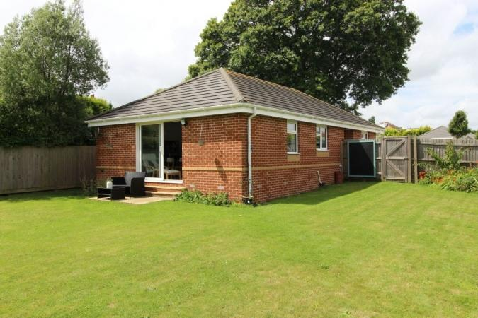 3 Bedrooms Bungalow for sale in Muscliffe Lane, Muscliff