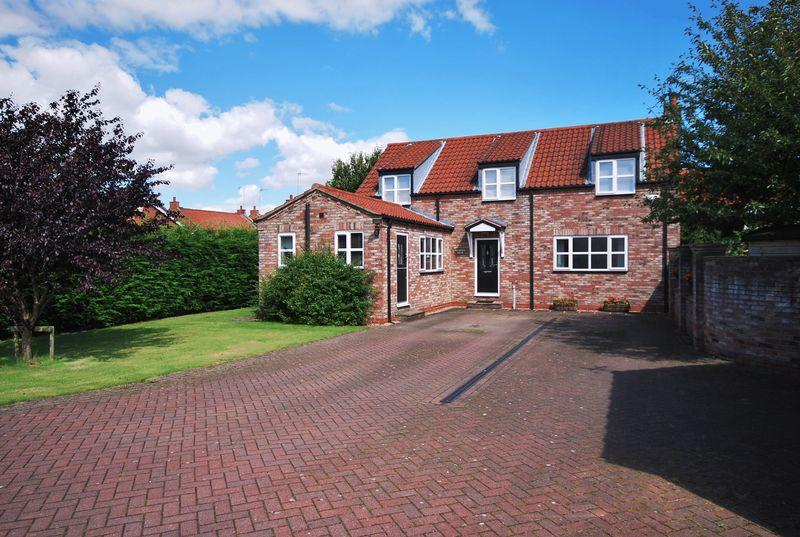 4 Bedrooms Detached House for sale in Blucher Lane, Beverley