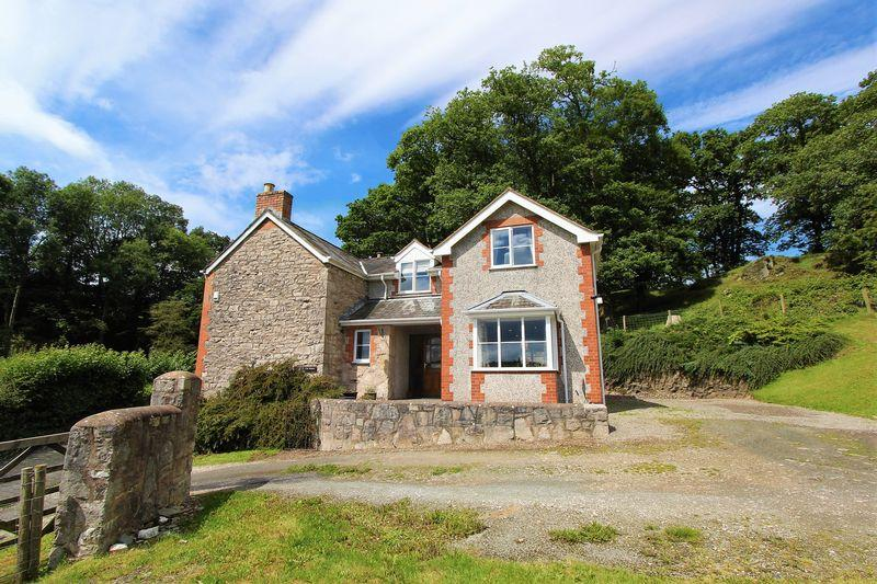 4 Bedrooms Detached House for sale in Pwllglas, Ruthin