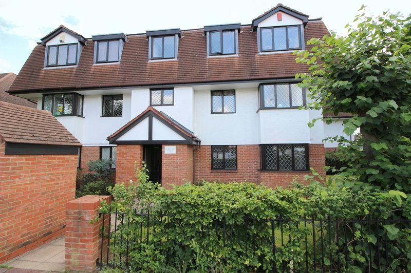 2 Bedrooms Flat for sale in Links Court, New Eltham, SE9 3XA