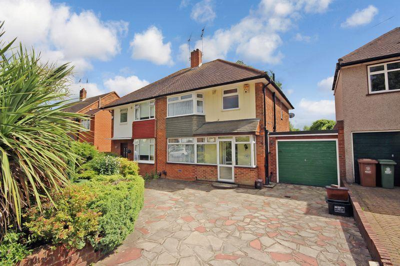 3 Bedrooms Semi Detached House for sale in Glenhurst Avenue, Bexley