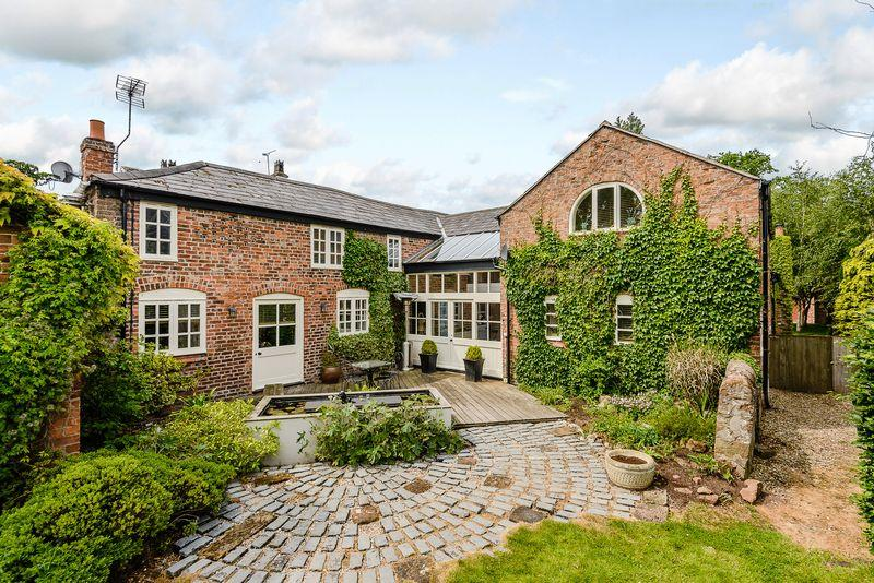 4 Bedrooms Detached House for sale in Central Tattenhall