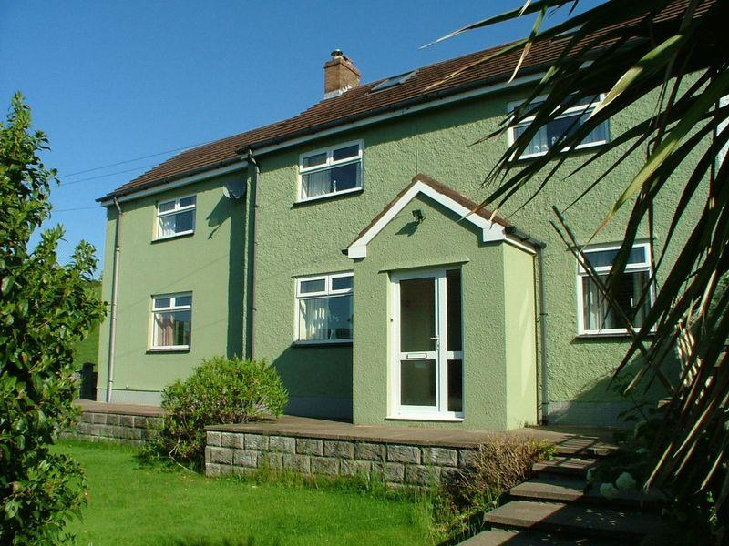 4 Bedrooms Semi Detached House for sale in Penyrhiw, Llanwenarth, Abergavenny