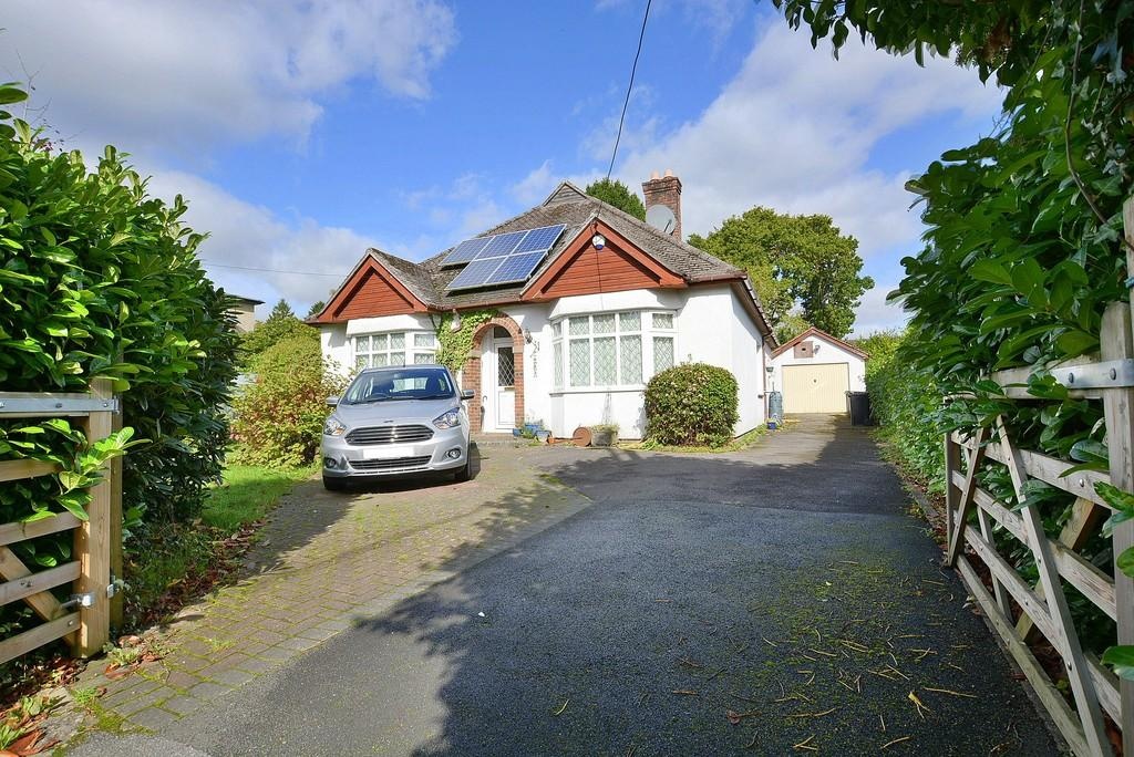 4 Bedrooms Detached Bungalow for sale in Kenwyn Lodge, VERWOOD