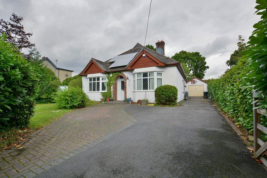4 Bedrooms Detached Bungalow for sale in Kenwyn Lodge, VERWOOD