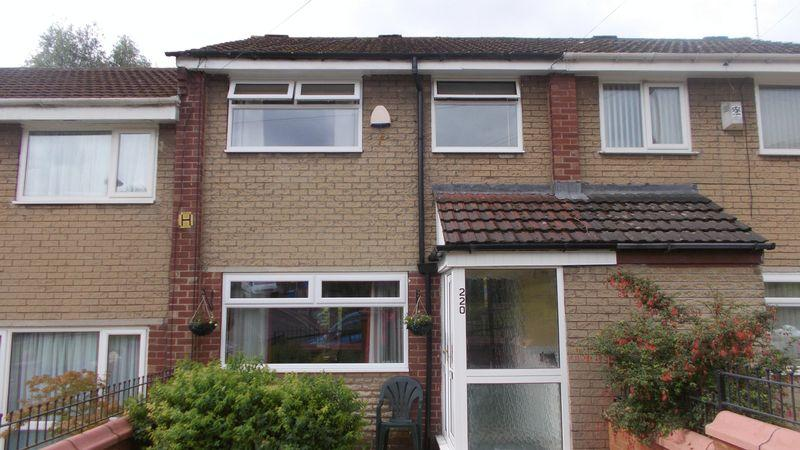 3 Bedrooms Terraced House for sale in Culcheth Lane, Manchester