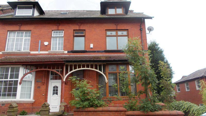 4 Bedrooms Terraced House for sale in Werneth Hall Road, Oldham