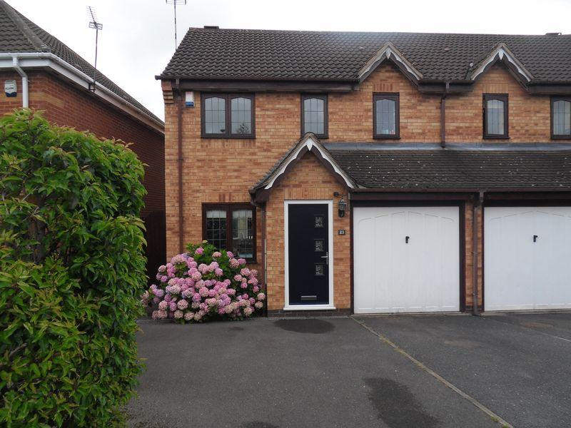 3 Bedrooms Semi Detached House for sale in Curlew Close, Coalville