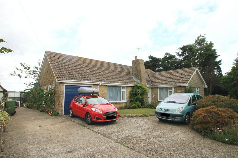 3 Bedrooms Bungalow for sale in Hawkinge, FOLKESTONE