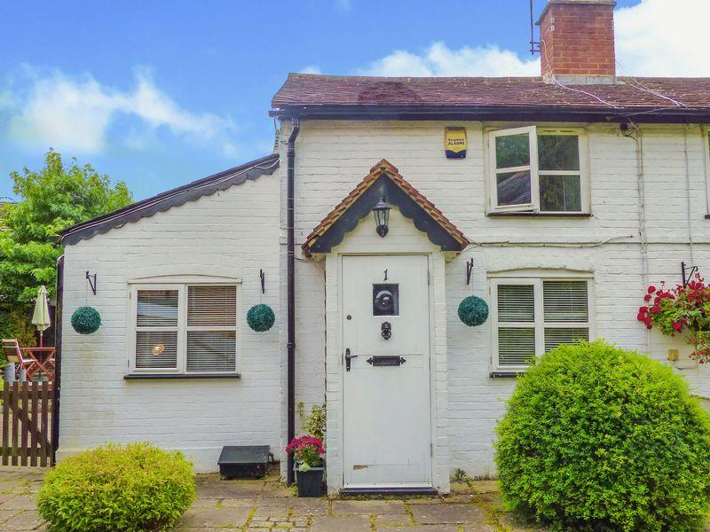 2 Bedrooms Semi Detached House for sale in Booker Common. Delightful two bed period cottage.