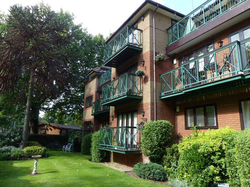 2 Bedrooms Apartment Flat for sale in RIVER VIEWS - Maidenhead
