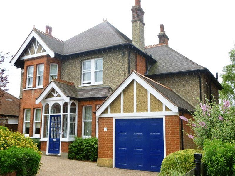 5 Bedrooms Detached House for sale in NO ONWARD CHAIN - Cornwall Road, Cheam