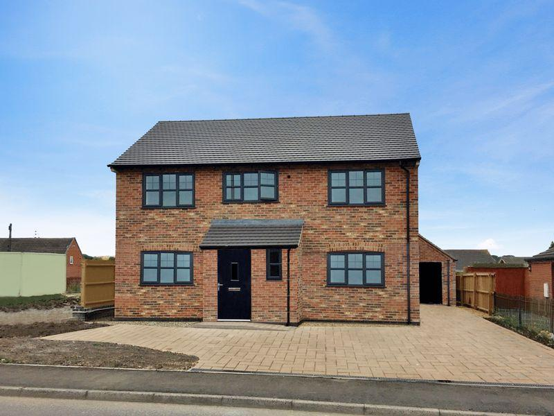 4 Bedrooms Detached House for sale in Park Road, Newhall
