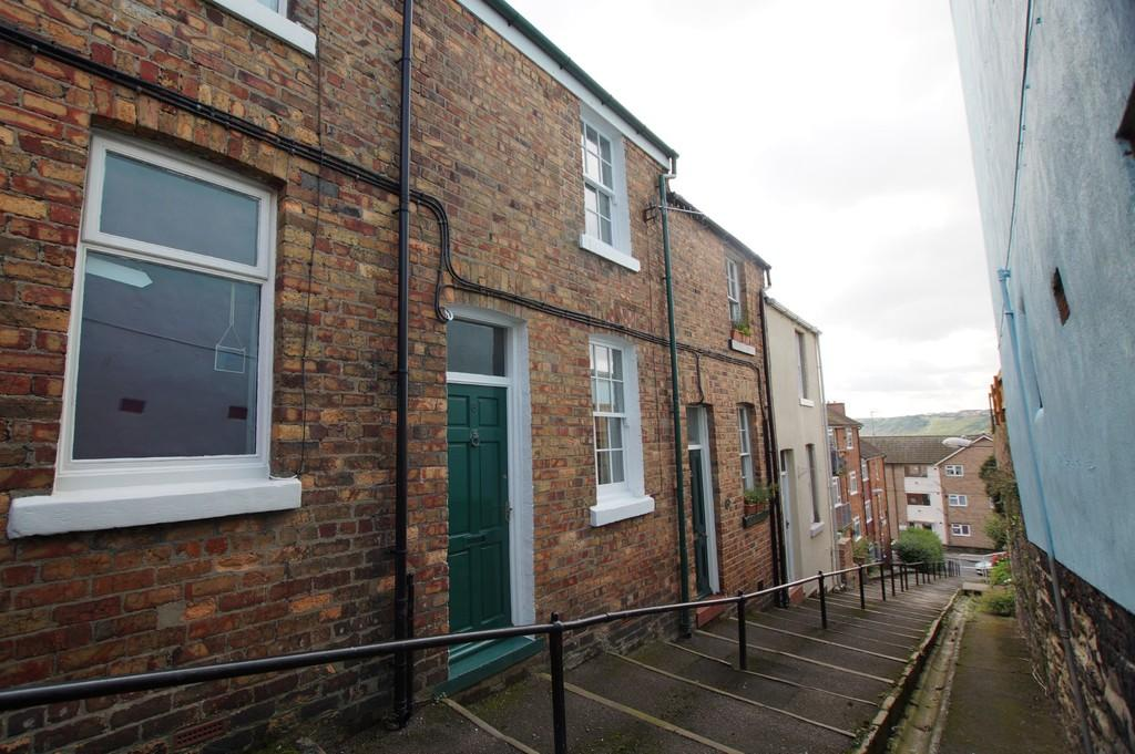 2 Bedrooms Terraced House for sale in Spreight Lane Steps, Scarborough