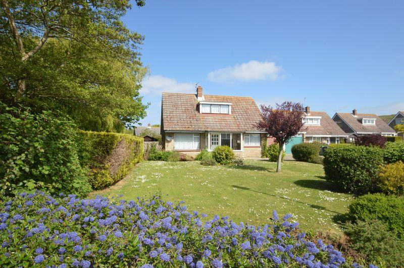 3 Bedrooms Detached Bungalow for sale in Brighstone PO30 4BD