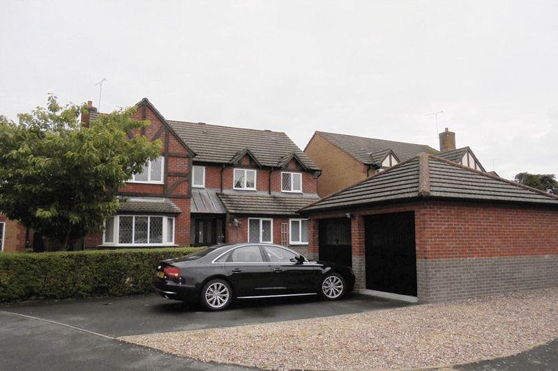 5 Bedrooms Detached House for sale in Fairwater Close, Evesham
