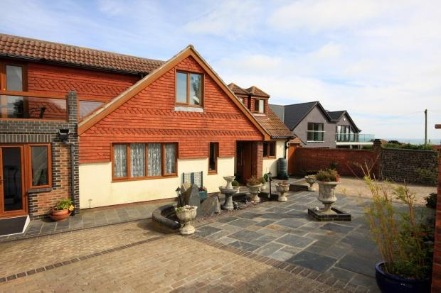 5 Bedrooms Detached House for sale in Highview Road, Telscombe Cliffs, Peacehaven, BN10
