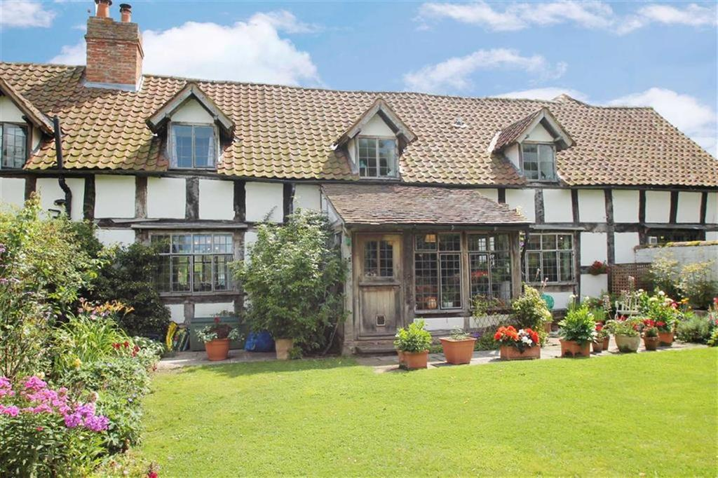 3 Bedrooms Barn Conversion Character Property for sale in Ivington Court, IVINGTON, Ivington, Herefordshire