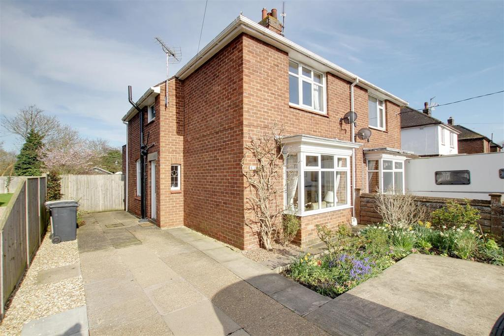 3 Bedrooms Semi Detached House for sale in 61 Hamilton Road, Alford, Lincolnshire
