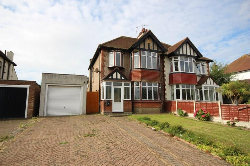 3 Bedrooms Semi Detached House for sale in Valley Road, Clacton-On-Sea