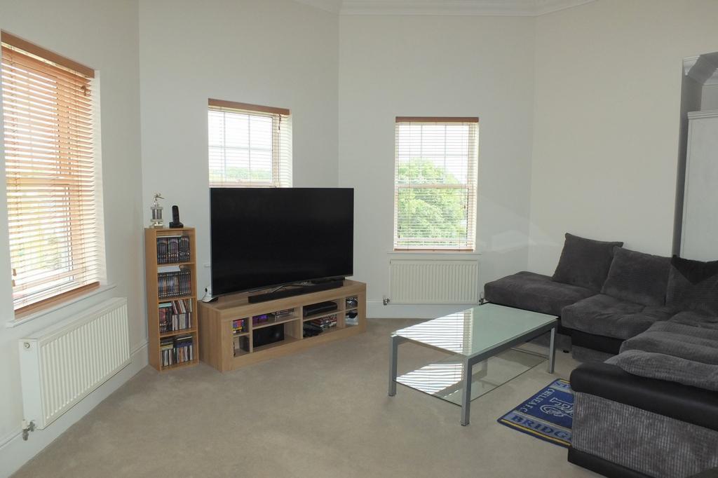2 Bedrooms Flat for sale in Sussex Road, Haywards Heath, RH16