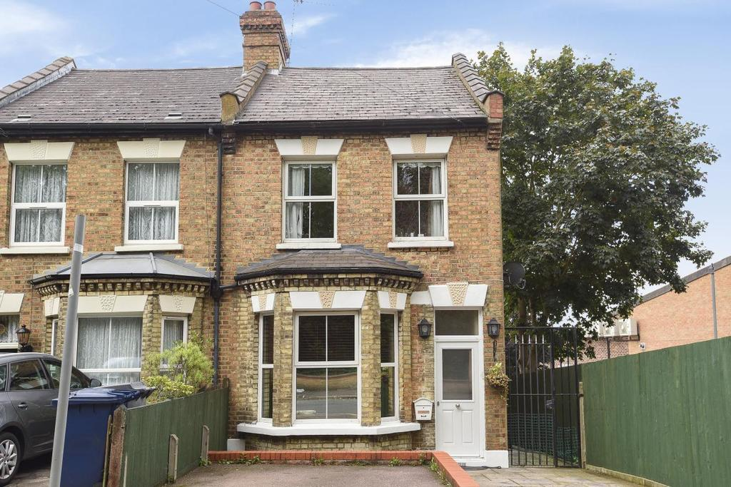 3 Bedrooms Semi Detached House for sale in Lancaster Road, Barnet
