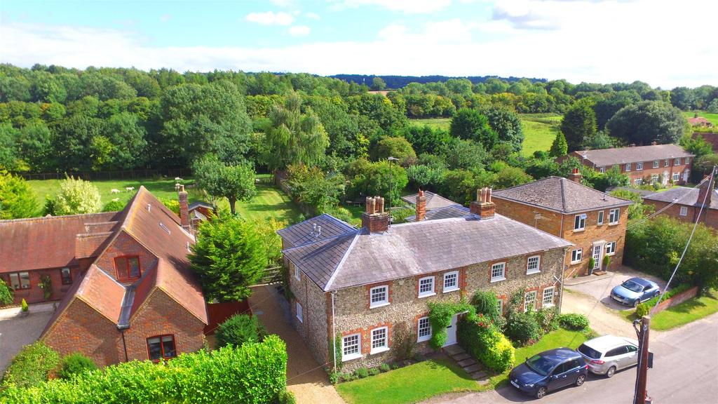 4 Bedrooms Semi Detached House for sale in LEWKNOR