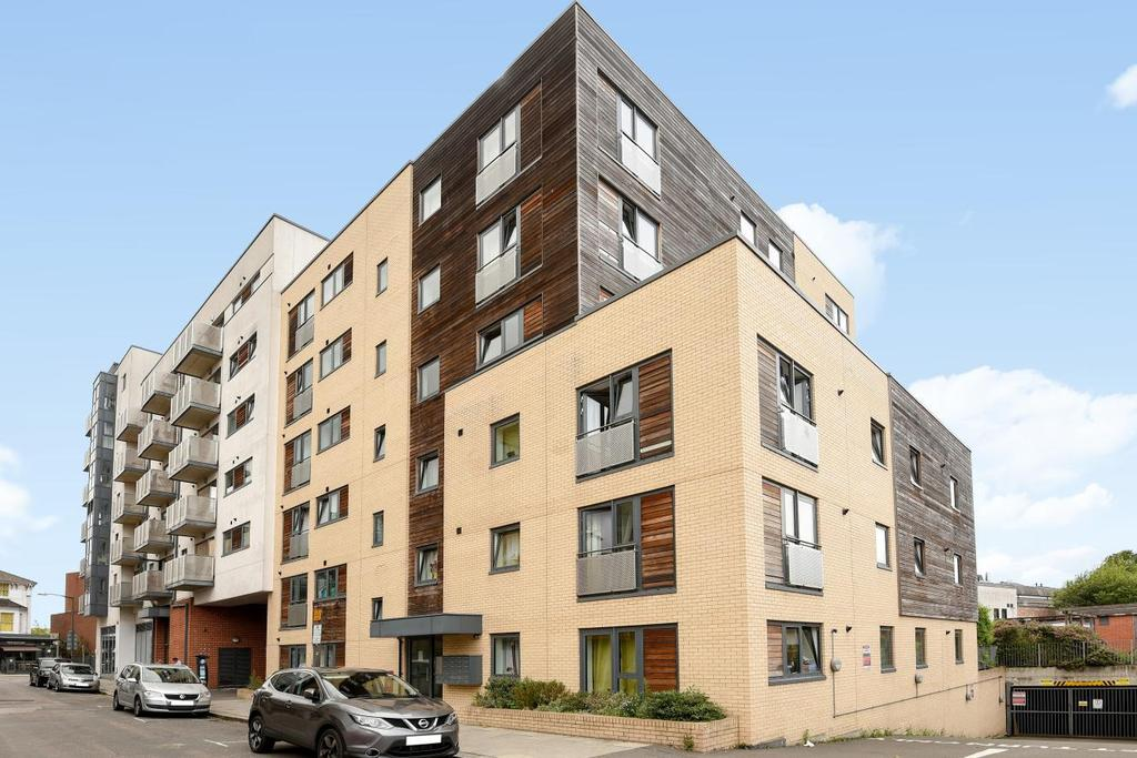 2 Bedrooms Flat for sale in Stanley Road, Wimbledon