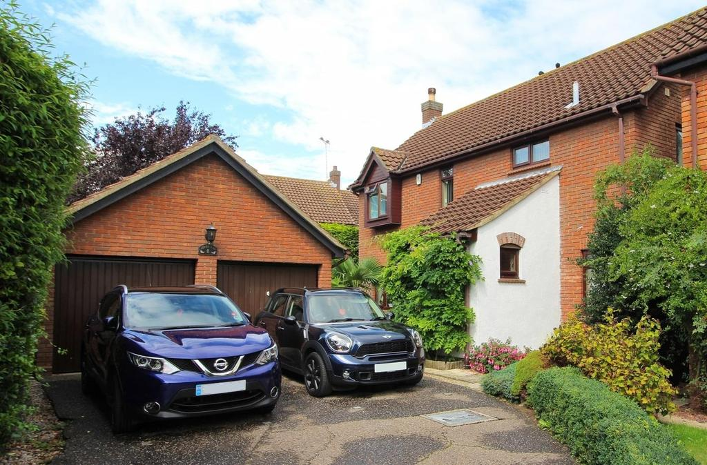 4 Bedrooms Detached House for sale in Acres End, Chelmsford, Essex, CM1