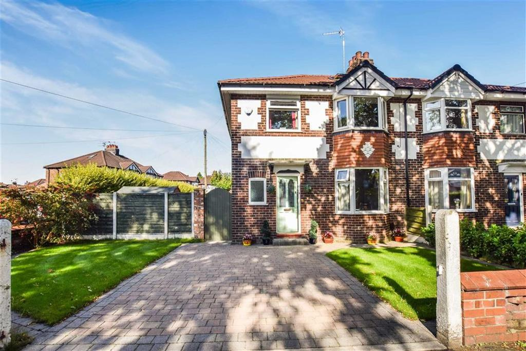 3 Bedrooms Semi Detached House for sale in Goldsworthy Road, Urmston